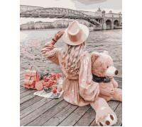 Девушка с плюшевым медведем
